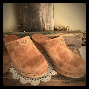 Size 5 Ugg Clogs (Like New) Suede